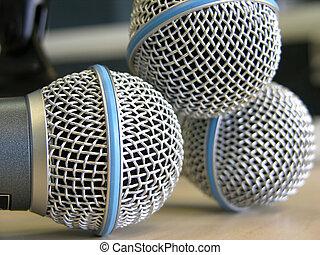 microphones, три