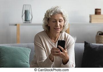 networks., улыбается, женщина, средний, в чате, социальное, aged, friends