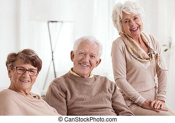 seniors, группа, счастливый