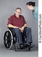 shouted, являющийся, инвалидная коляска, грустный, старшая, медсестра, человек