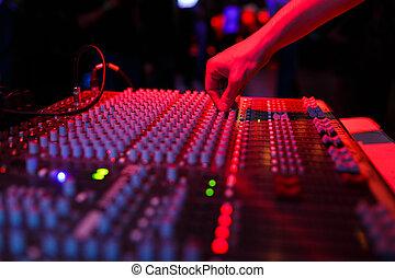 soundman, консоль, рука