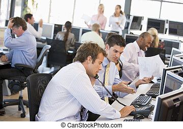 traders, занятый, акции, офис, посмотреть